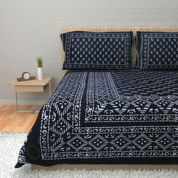 модное покрывало на кровать в интерьере спальни