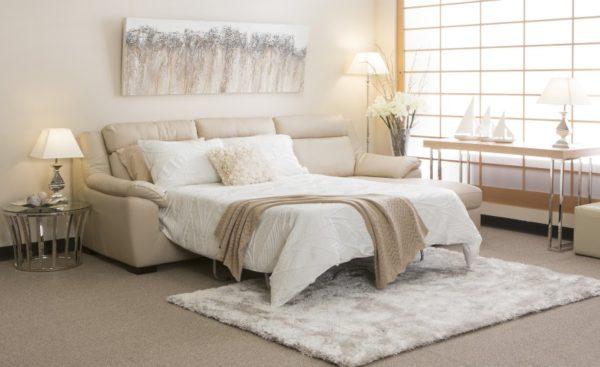 бежевый диван-кровать