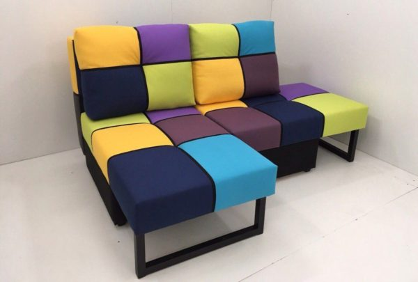 цветной диван-кровать