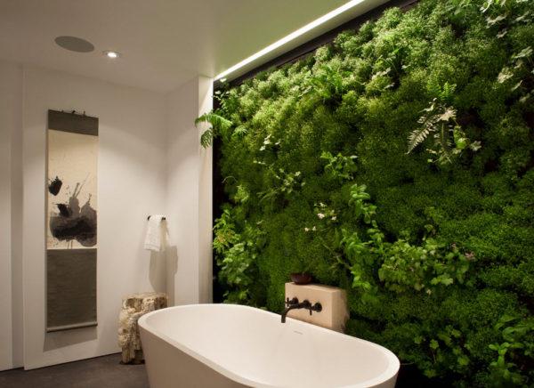 фото стены из искусственного мха в ванной