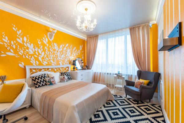 фото яркого дизайна комнаты с наклейками