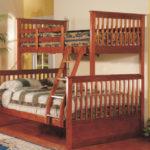 деревянная двухэтажная кровать