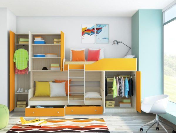 двухэтажная кровать с полочками