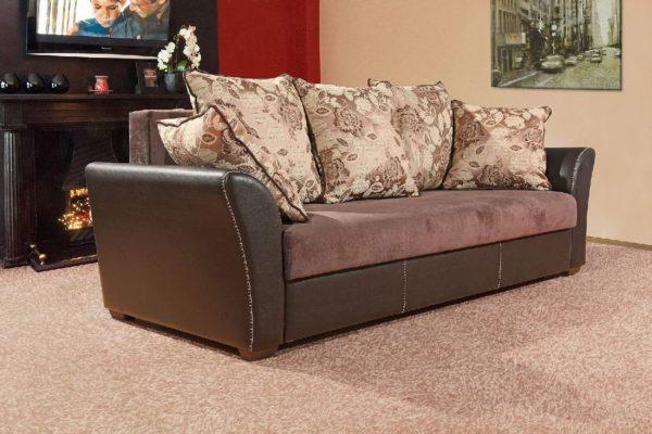 диван-кровать с подушками