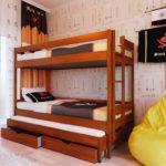 двухъярусная кровать в небольшую детскую