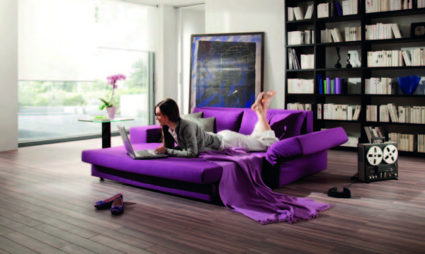 фото фиолетового диван-кровати