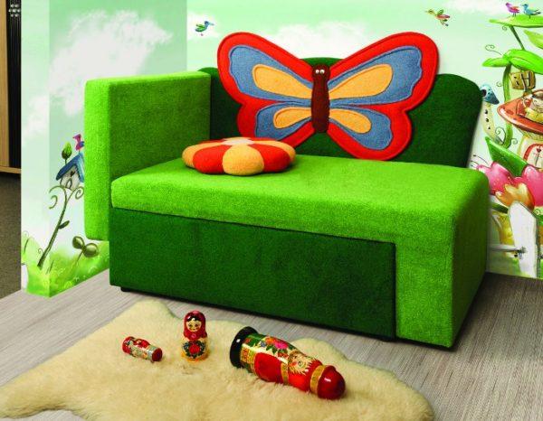 кресло-кровать с большой бабочкой