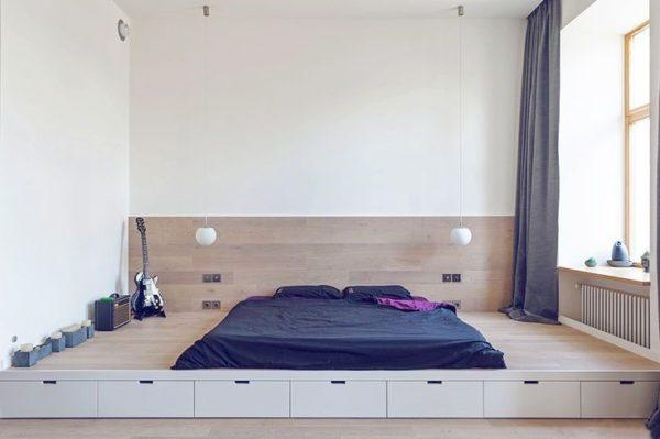 яркая кровать-подиум