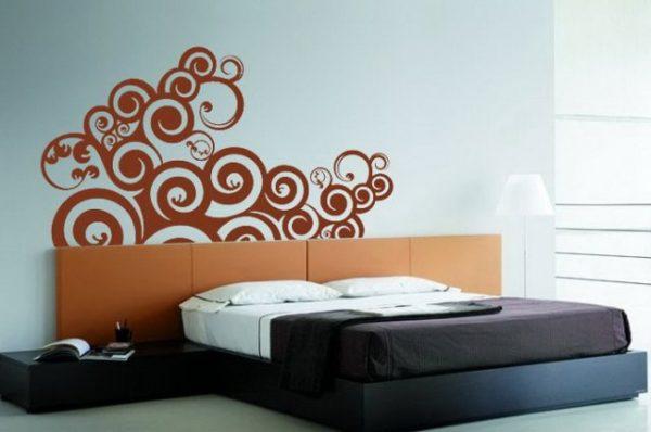 фото орнамента над кроватью