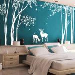 рисунок белого дерева на стене