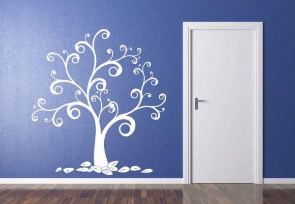 фото трафарета дерева на стене