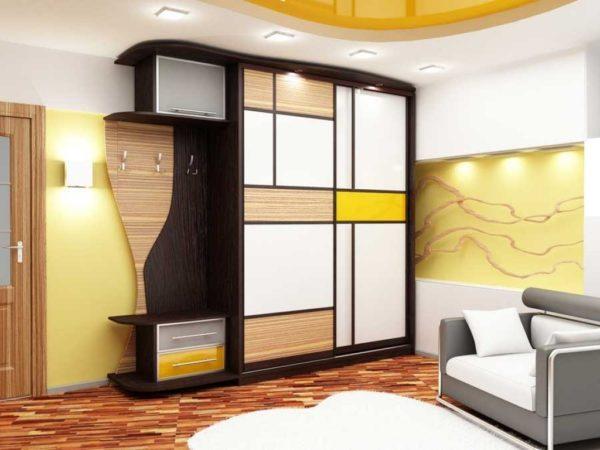 шкаф с цветным геометрическим рисунком