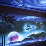 рисунок на стене светящейся краской