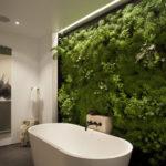 стена мха в ванной