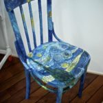 раскрашенный стул