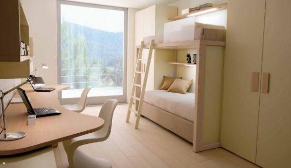 светлая двухэтажная кровать