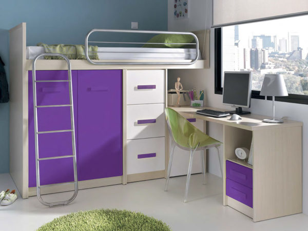 бело-фиолетовая кровать-чердак