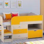 детская кровать-чердак желто-белая