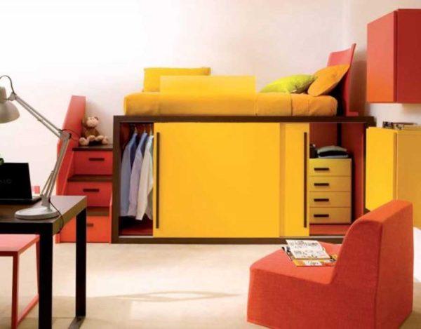 кровать-чердак со шкафом для одежды
