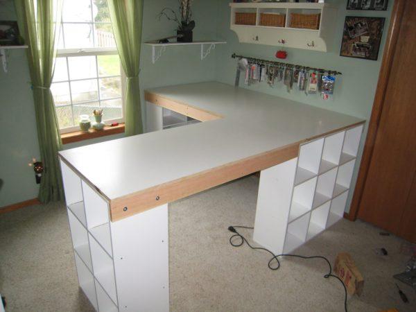 компьютерный стол своими руками с полками снизу