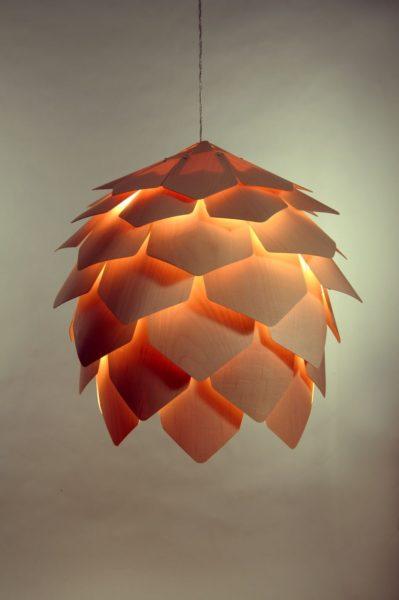 светильник из бумаги в виде еловой шишки