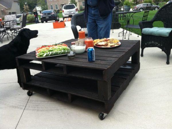 самодельный темный стол
