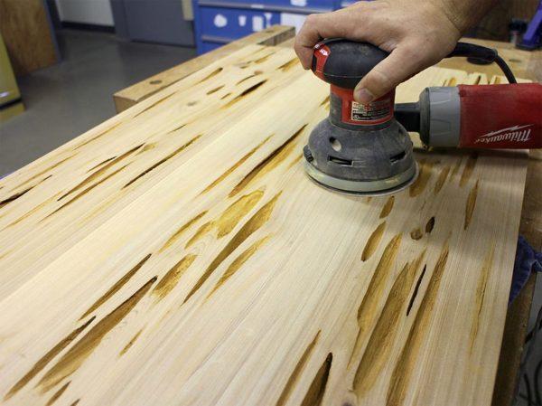 процесс обработки древесилы