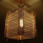 светильник из соломенных палочек