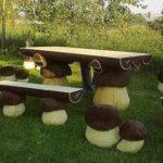 стол с ножками в виде грибов