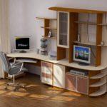 компьютерный стол с высокими полками