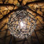 плафон из веточек дерева