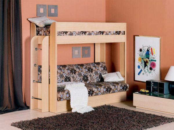 кровать-чердак с диваном на первом этаже