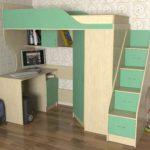 бело-зеленый чердак-кровать