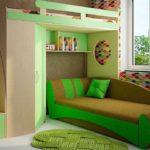 зеленый чердак с диваном