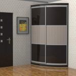 серый полукруглый шкаф