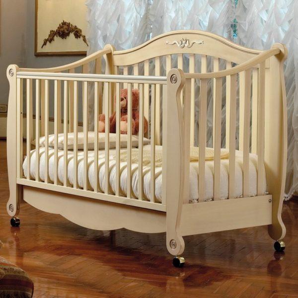 простая кроватка для малыша