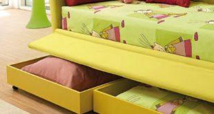 фото яркого детского дивана с ящиками