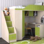 зеленый кровать-чердак