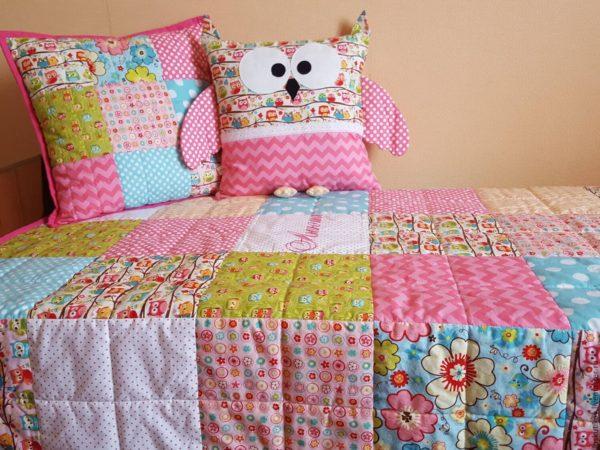 кровать с подушкой совой