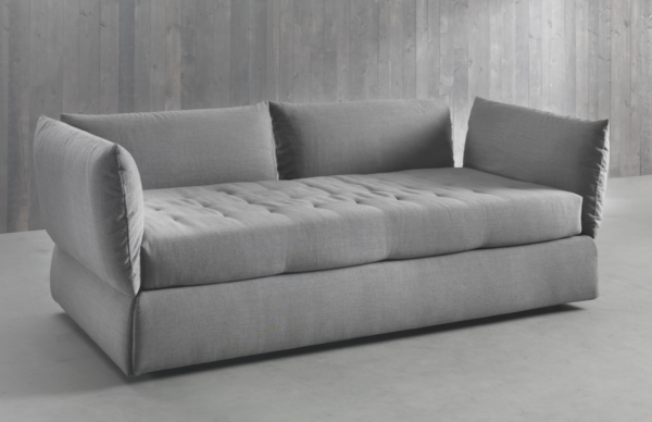 серый диван с матрасом