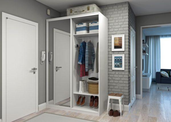 серый шкаф-купе