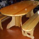 овальный стол и скамейки