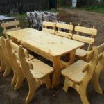 стол и стулья из дерева