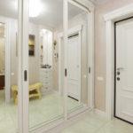 зеркальный белый шкаф