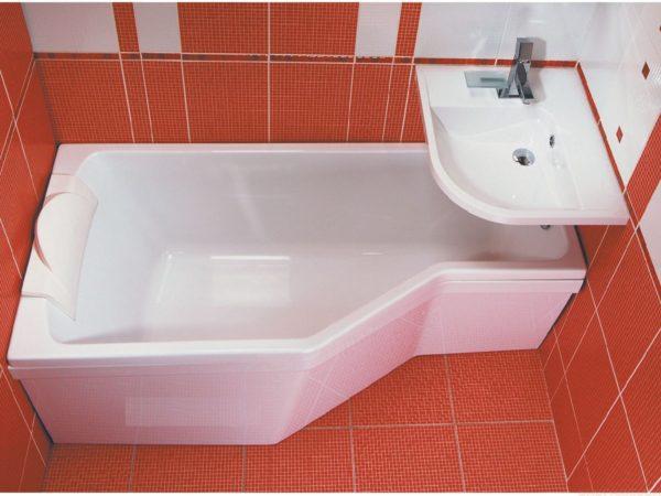 необычная ванная с умывальником