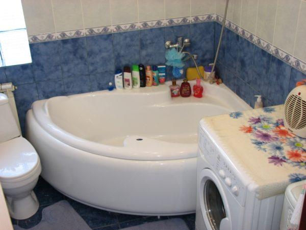 пример угловой ванны