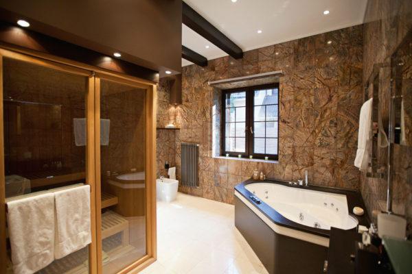 угловая ванна в загородном доме