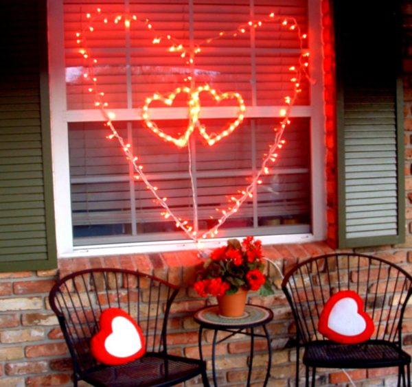 Как украсить электрическую гирлянду сердечками