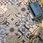 Керамическая плитка в стиле пэчворк на полу