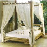 бамбуковая кровать с балдахилом